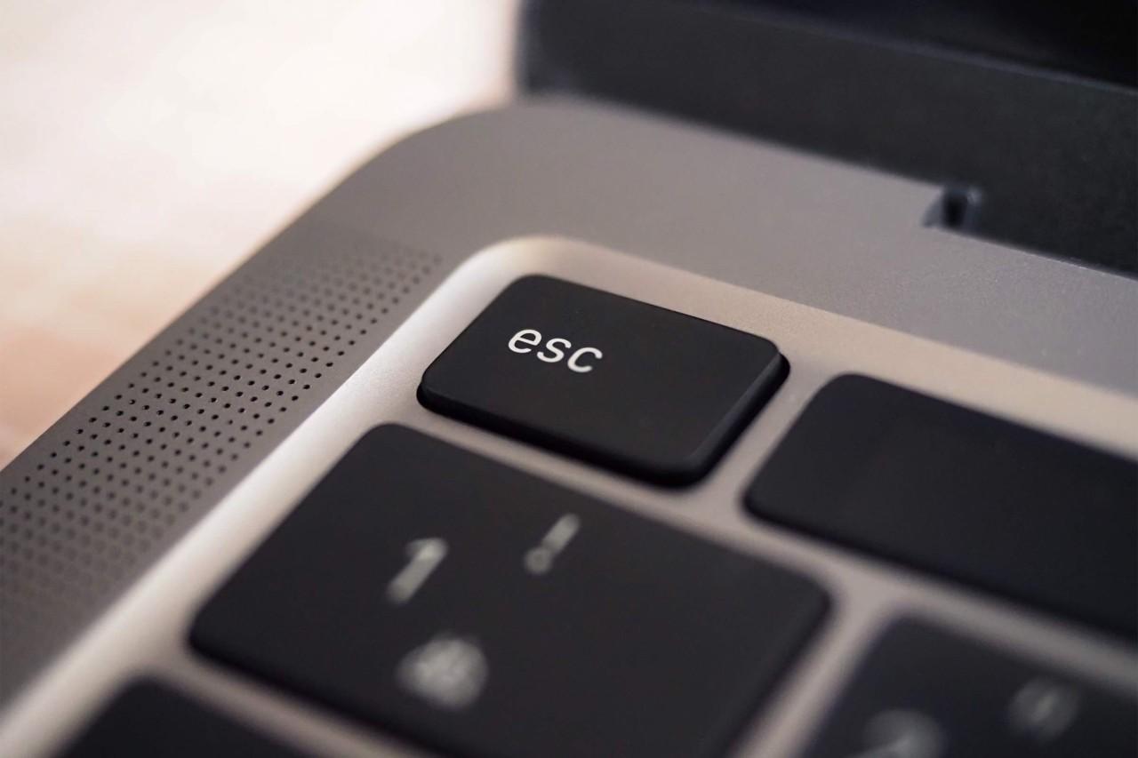 MacBook Pro,パソコン,apple,13インチ,新型,シザー,電源,esp