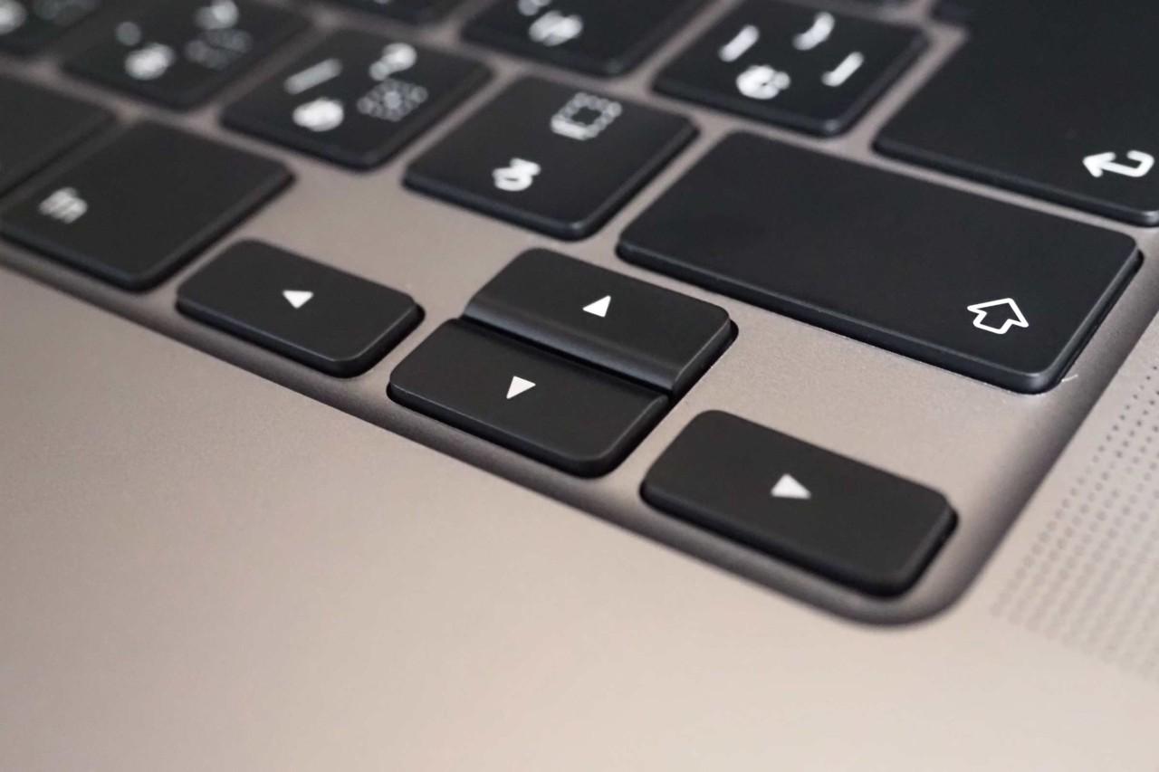 MacBook Pro,パソコン,apple,13インチ,新型,シザー,電源,十字キー