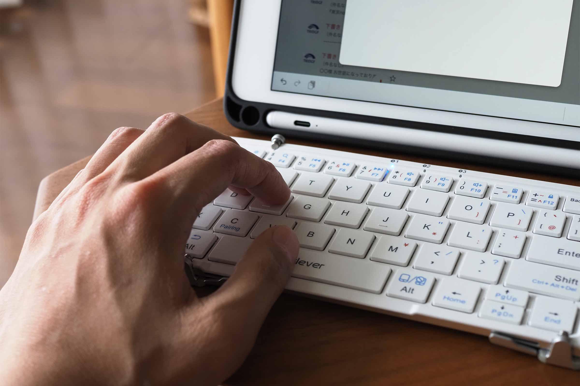 iclever,Bluetoothキーボード,iPad,iPad mini,コンパクト,薄い,安い,タッチパッド,軽い,電池