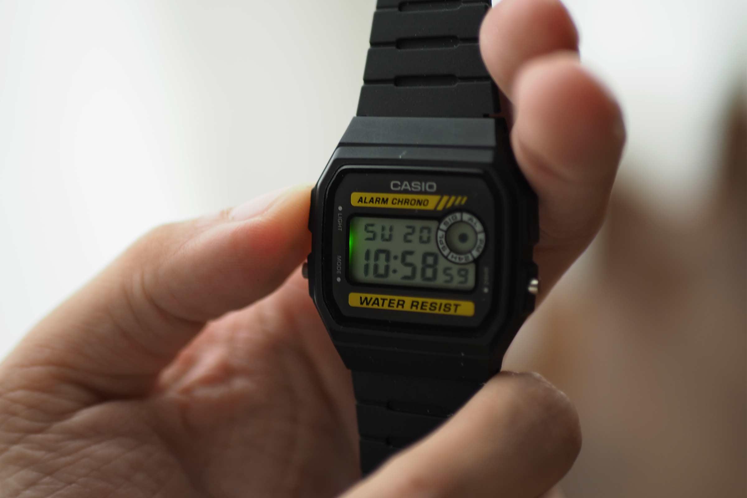 腕時計,カシオ,casio,お洒落,安い,かっこいい,ライト