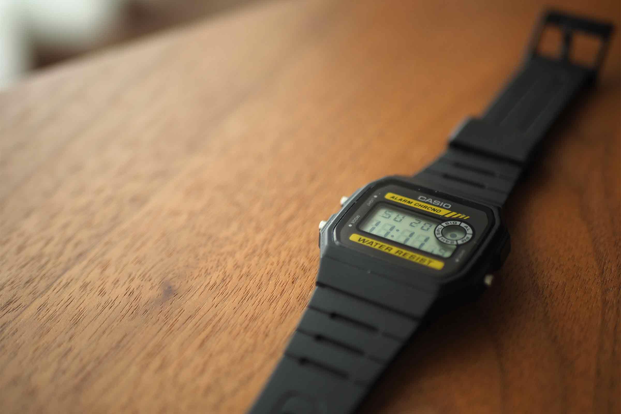 腕時計,カシオ,casio,お洒落,安い,かっこいい,黒