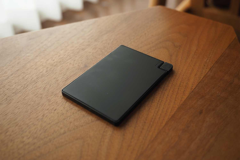 モバイルバッテリー,スマホ,軽量,薄い,小さい,コンパクト,黒