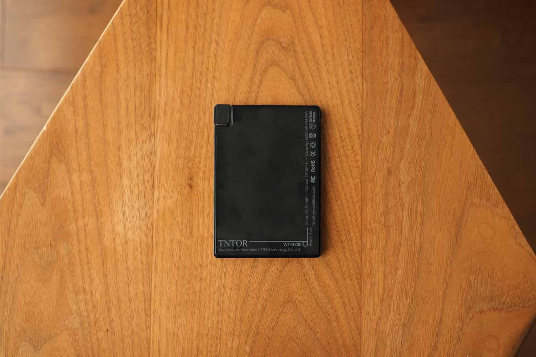 モバイルバッテリー,スマホ,軽量,薄い,小さい,コンパクト,
