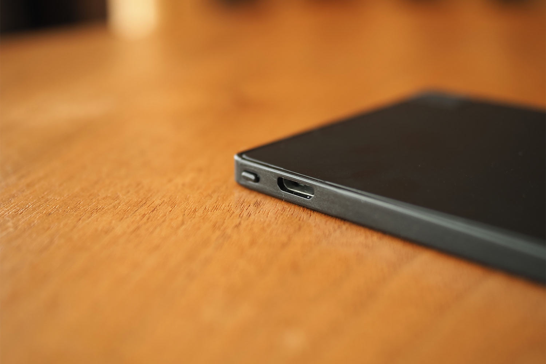 モバイルバッテリー,スマホ,軽量,薄い,小さい,コンパクト,充電