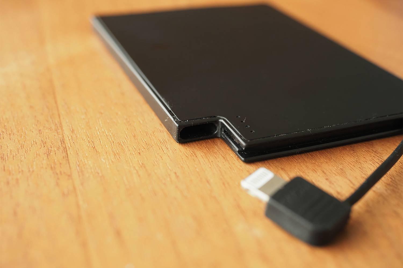 モバイルバッテリー,スマホ,軽量,薄い,小さい,コンパクト,ケーブル