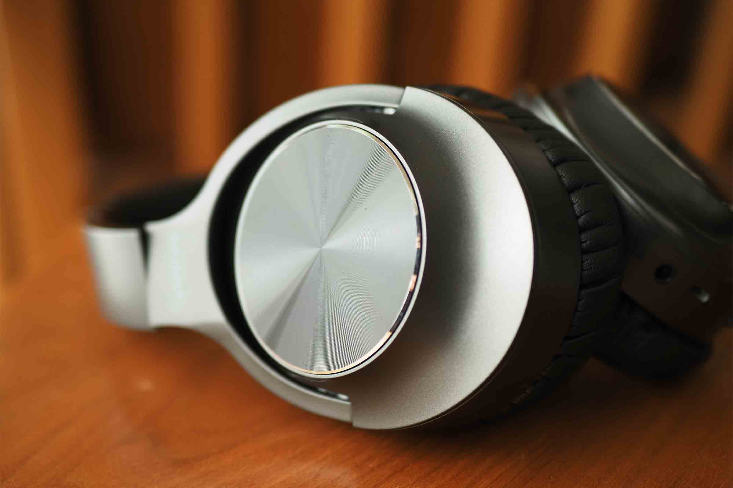 ワイヤレスイヤホン,ワイヤレスヘッドホン,vankyo,ノイズキャンセリング,音質,高音質,低音,安い,マット