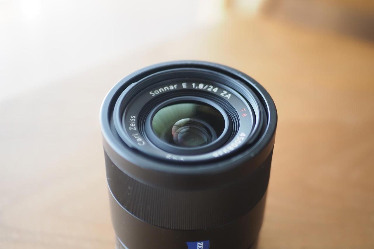 ソニー,sony,apsc,単焦点,24mm,f1.8,Zeiss,軽量
