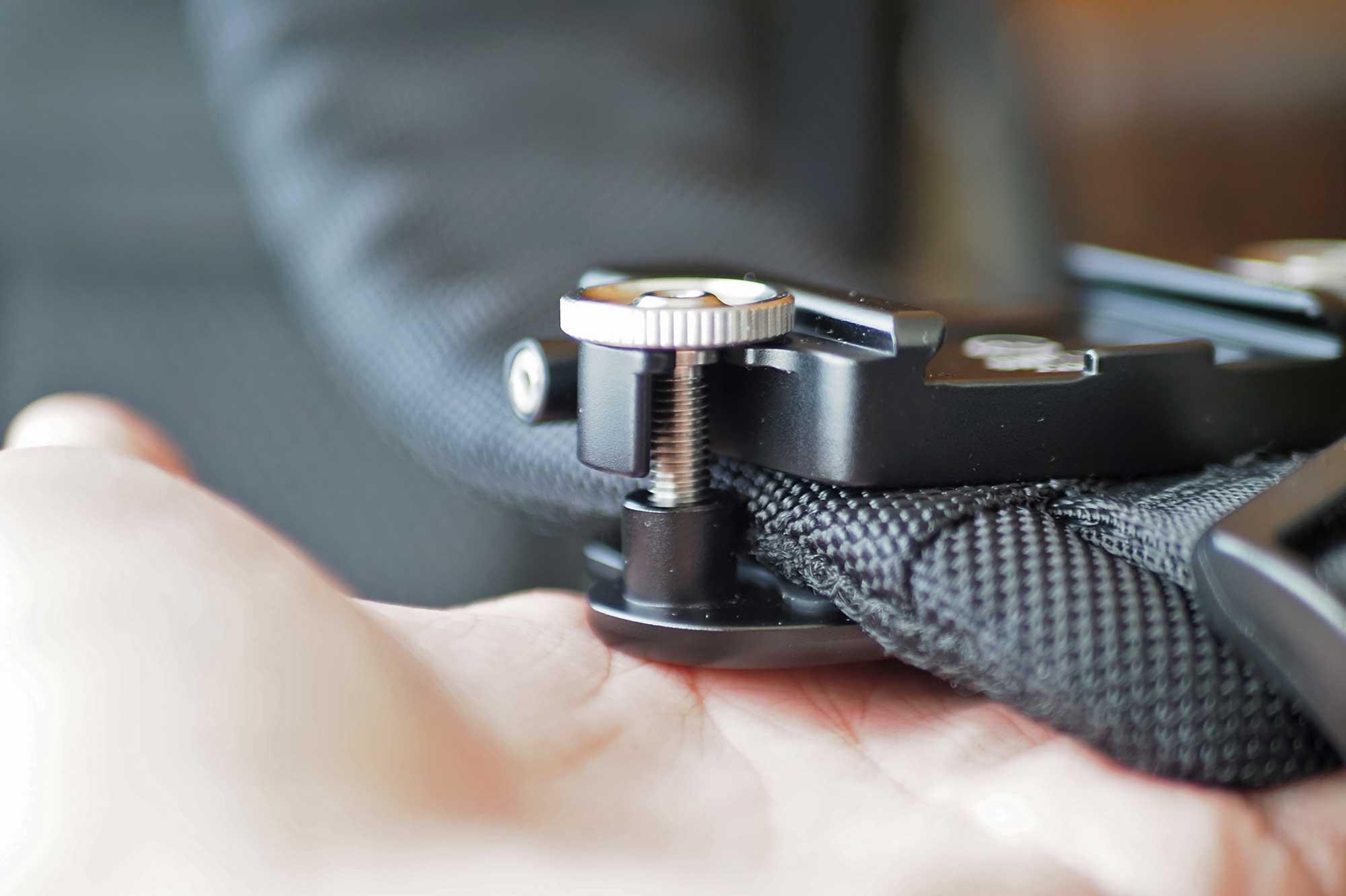 カメラホルスター,SWFOTO,ミラーレス一眼,一眼レフ,安い,コスパ,軽い,ねじ