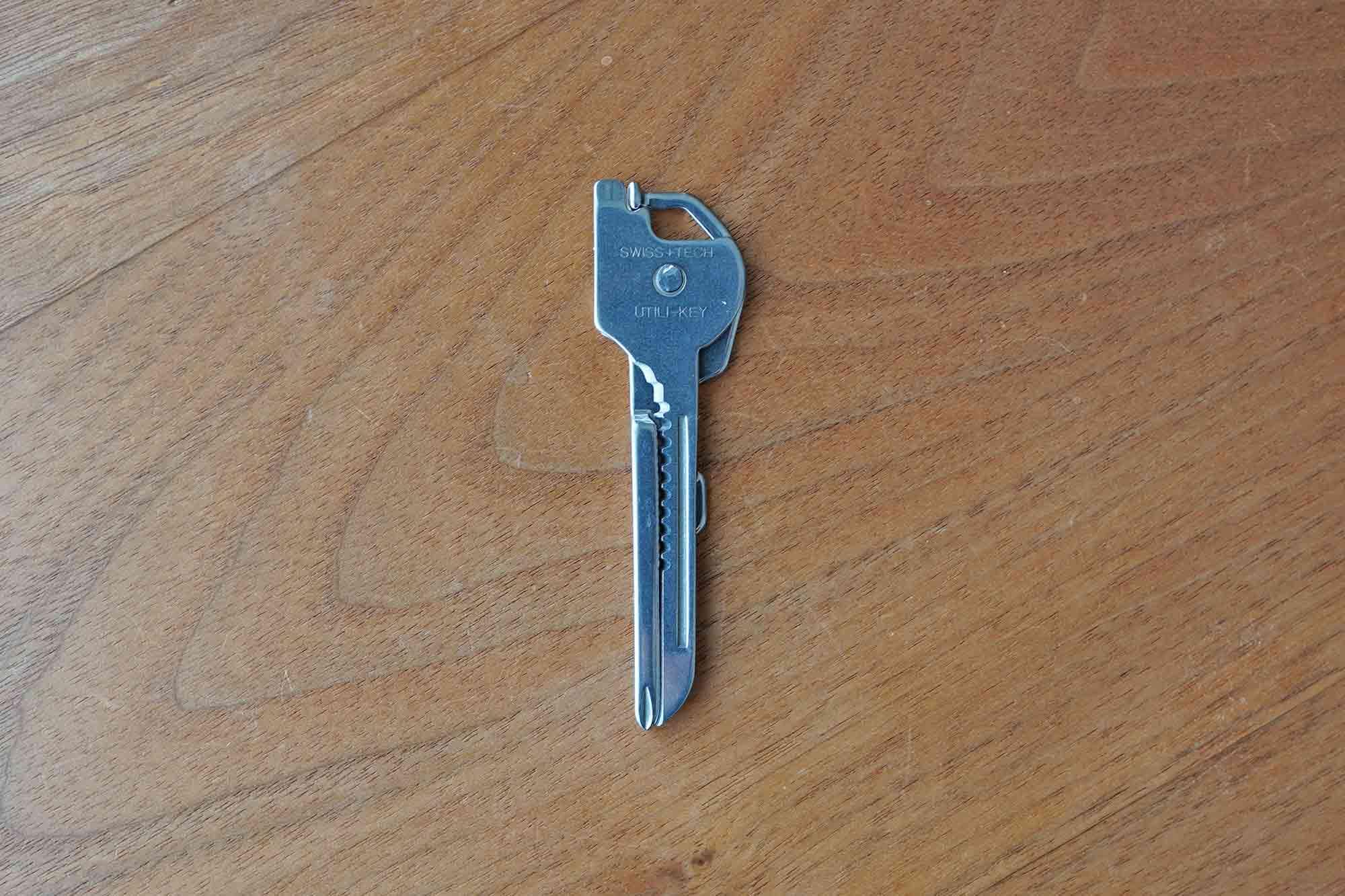 マルチツール,鍵,ドライバー,栓抜き,キャンプ,便利,軽い,小さい
