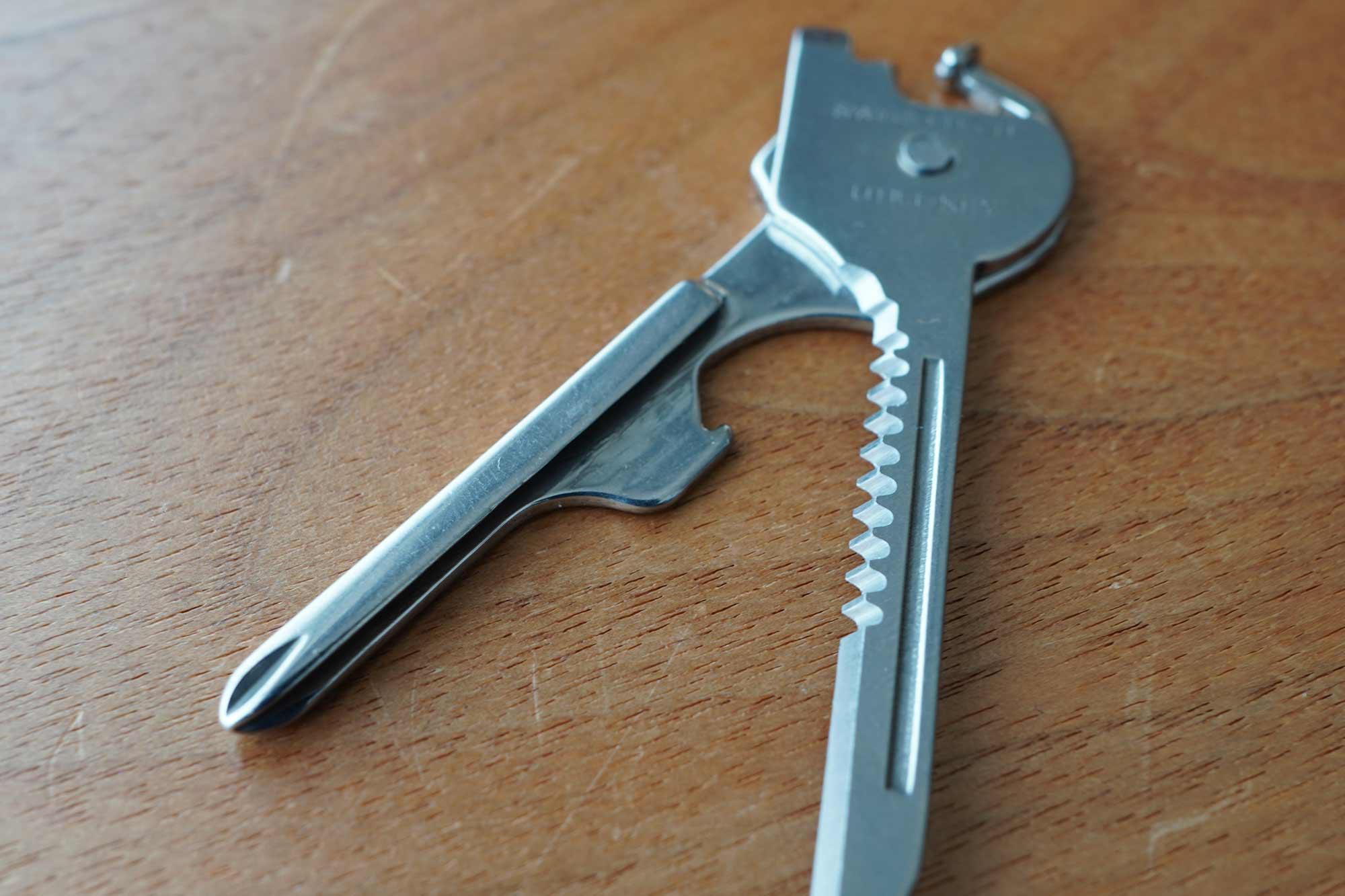 マルチツール,鍵,ドライバー,栓抜き,キャンプ,便利,軽い,