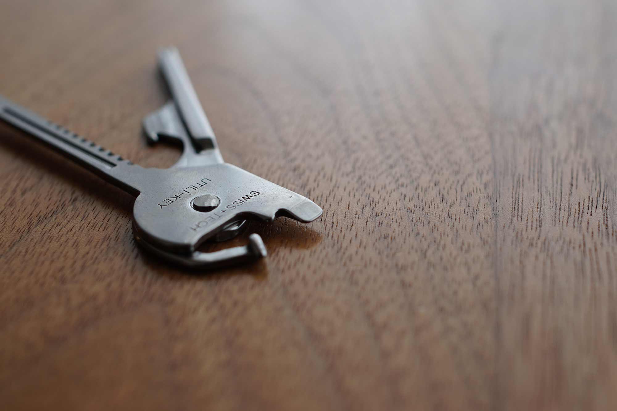 マルチツール,鍵,ドライバー,栓抜き,キャンプ,便利,軽い,マイナスドライバー