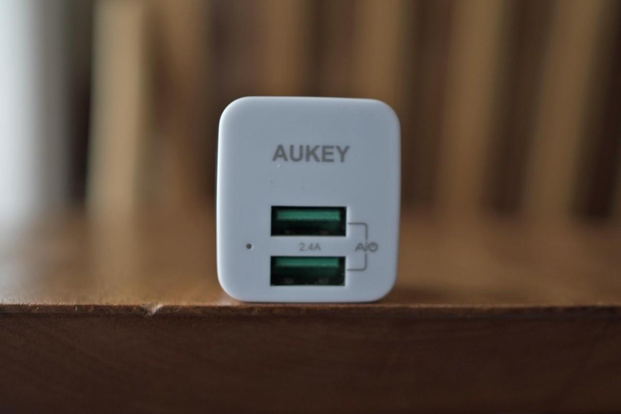 AUKEY,オーキー,充電器,急速充電,USB,2ポート,小型,軽量,ワット