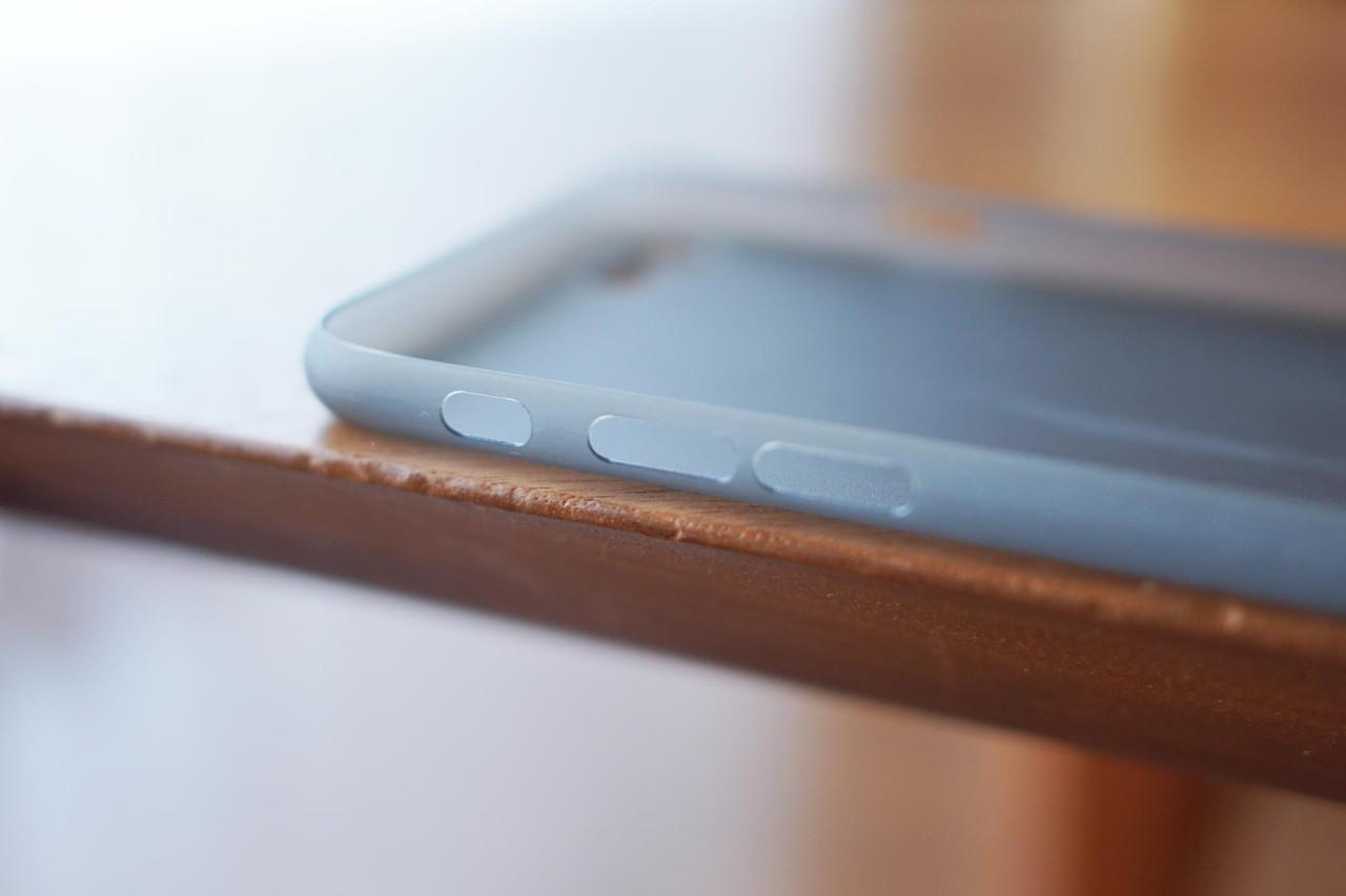 iPhone SE,iPhone 8,iPhone7,ケース,最薄型,最軽量,memumi,ボタン