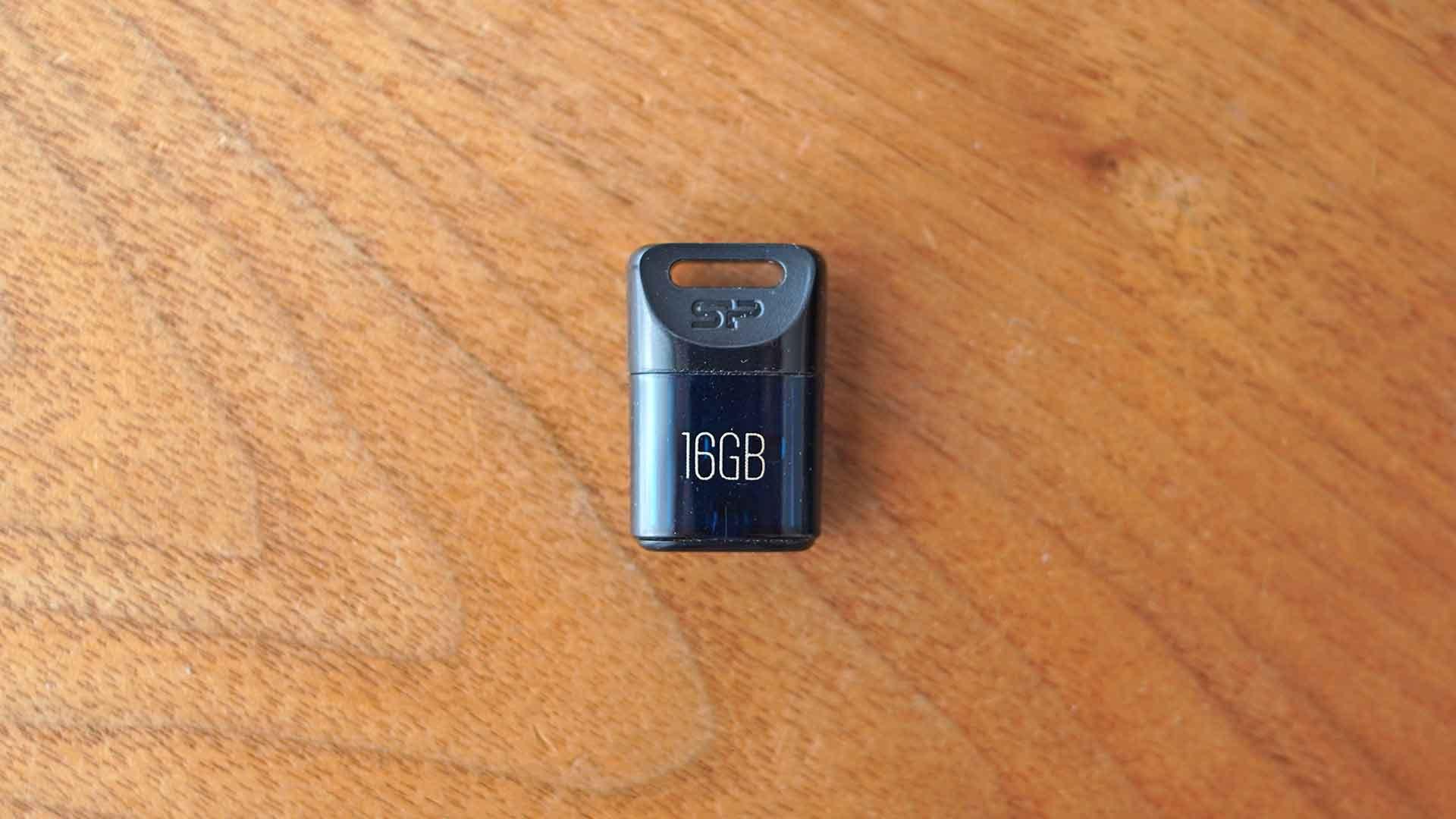 USBメモリー,シリコンパワー,小さい,コンパクト,軽い,安い,お洒落
