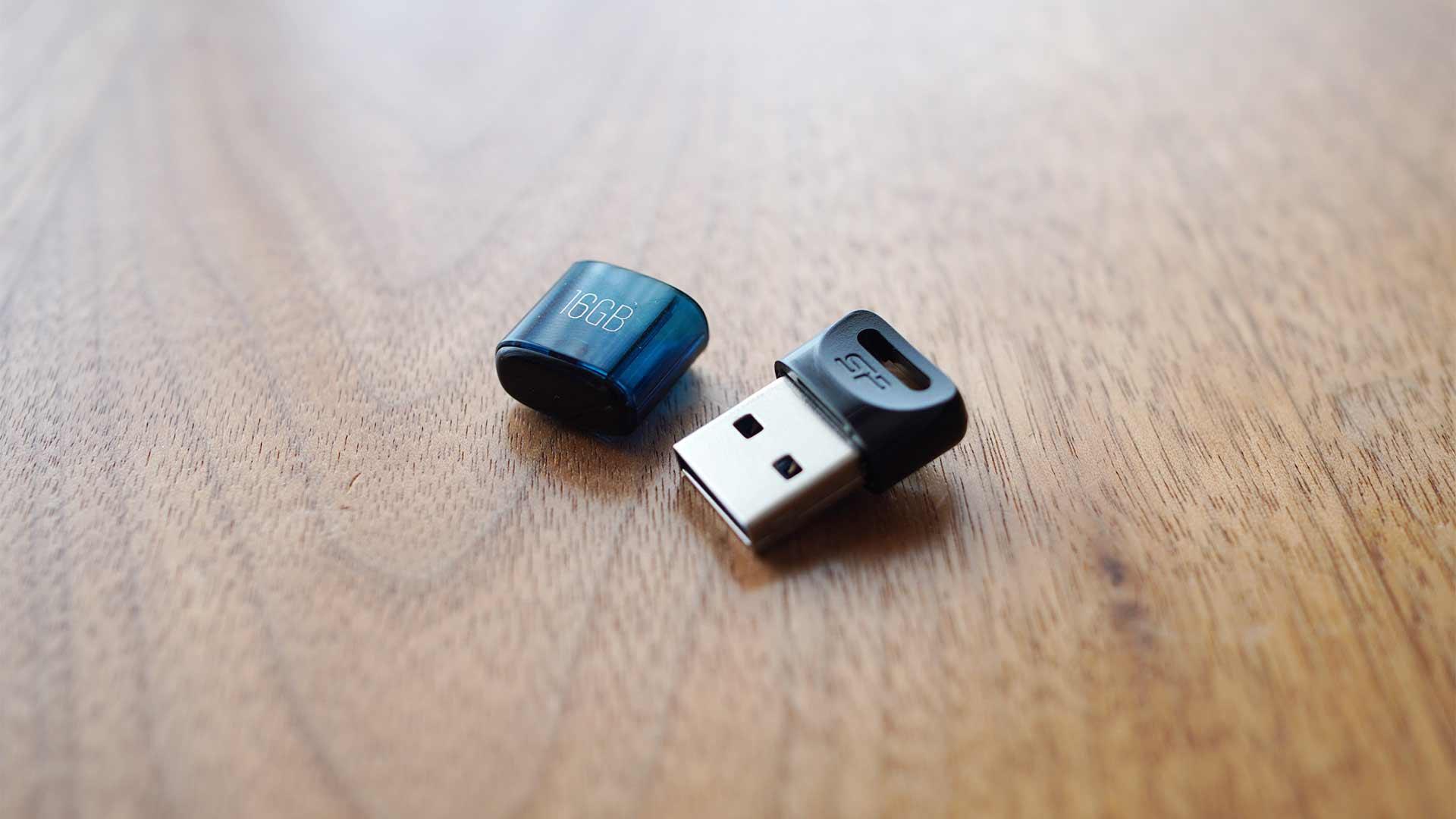 USBメモリー,シリコンパワー,小さい,コンパクト,軽い,安い,速い