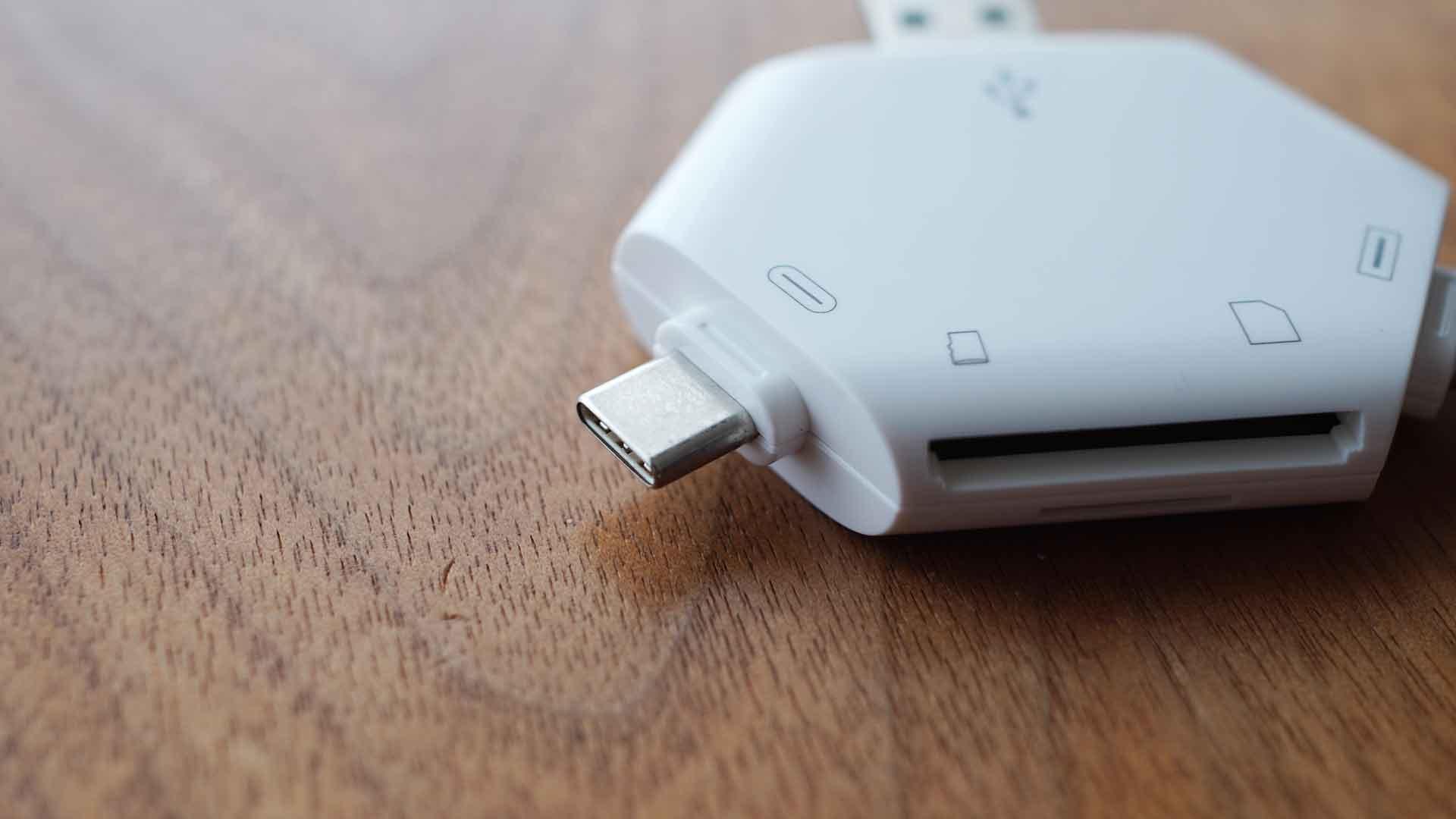 マルチカードリーダー,SDカード,USB,micro USB,Lightning,USB-C